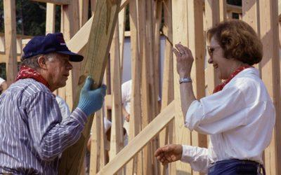 73 év boldog házasság után is együtt épít házakat a Carter házaspár