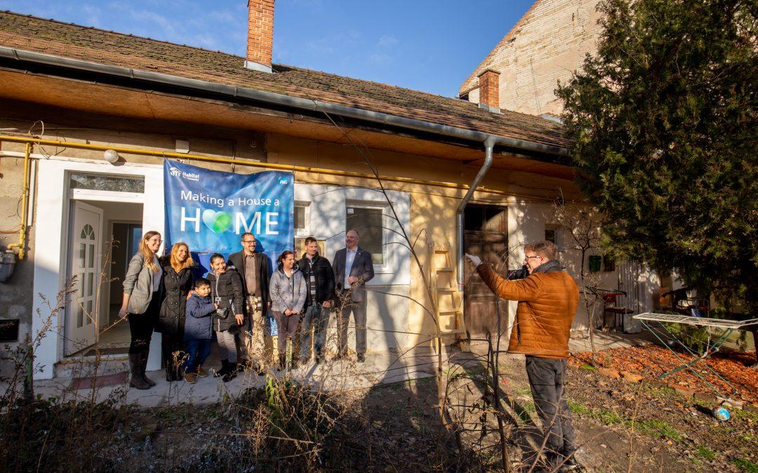 Új otthonában töltheti a karácsonyt egy kisgyermekes család a P&G és a Habitat programjának köszönhetően